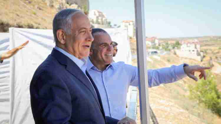 Israseli prime minister Benjamin Netanyahu with Efrat mayor Oded Revivi during a visit in Efrat, in Gush Etzion, on July 31, 2019. Photo by Gershon Elinson/Flash90 *** Local Caption *** ???? ????? ??? ????? ????? ???? ??? ?????? ?????? ?????? ???? ?????